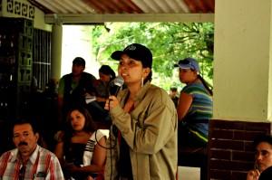 """""""Wir müssen kämpfen"""" Claudia Ortiz spricht für die Betroffenen des Staudammprojektes. Foto: Agencia Prensa Rural, CC BY-NC-ND20"""