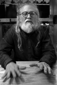 Luis Tapia Luis Tapia ist Professor für politische Philosophie an der Universidad Mayor de San Andrés in La Paz. Tapia ist Mitglied der Gruppe Comuna, einem Kollektiv in dem sich wichtige linke bolivianische Intelektuelle versammelt hatten. Er ist Mitglied eines Verlagkollektivs und Autor zahlreicher Bücher, zum Beispiel von La invención del núcleo común (2006) und Política salvaje (2008). Foto: Börries Nehe
