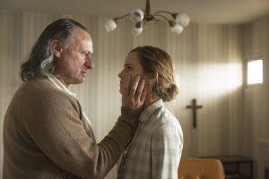Michael Nyquist und Emma Watson als Sektenchef Paul Schäfer und Lena (Foto: Majestic / Ricardo Vaz Palma)