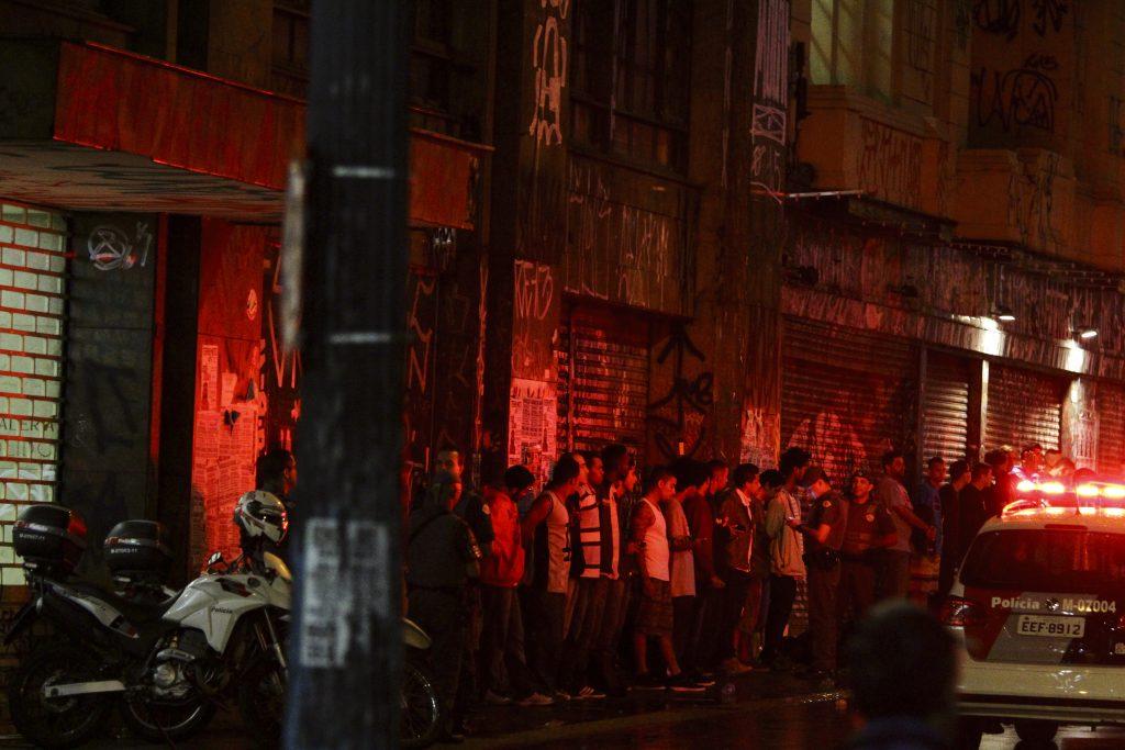 Schluss mit Kunst: Die Polizei reagiert auf Farbe an den Wänden mit Schlägen auf der Wache