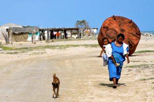 Lange Wege: In vielen Orten von Alta Guajira fehlt Zugang zu Trinkwasser (Foto: Carolina L. Mosquera CC Y-NC-ND 2.0)