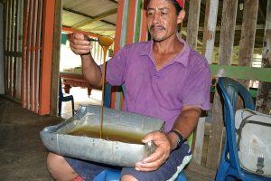 Kein Karamell: Ein Kleinbauer kocht Kokapaste (Fotos:David Graaff)